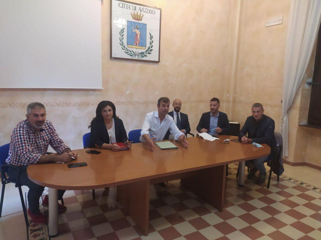 immagine riunione al comune